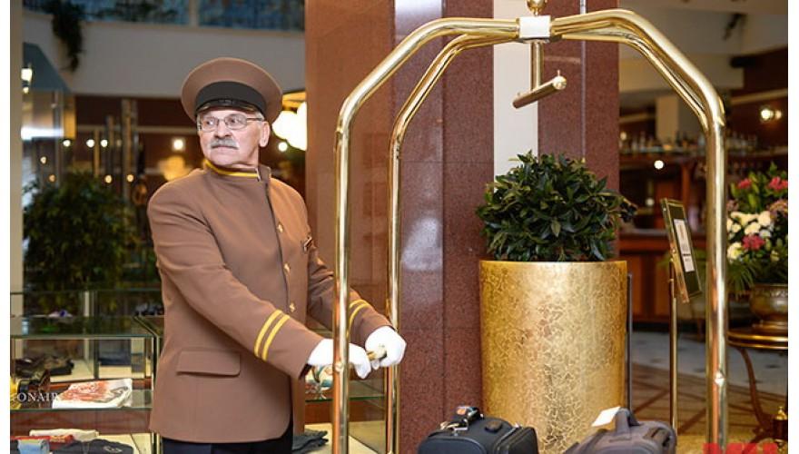 Вызов швейцара гостем отеля