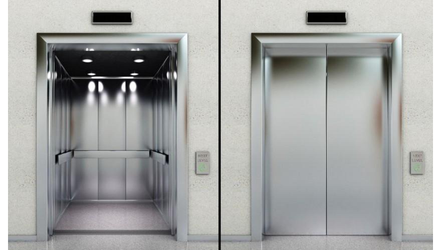 Вызов инвалидом сотрудника у лифта