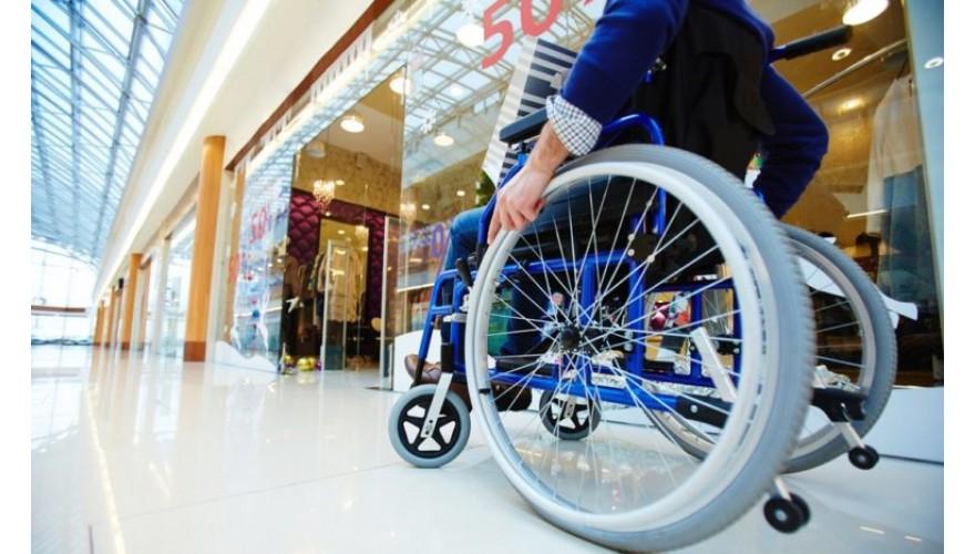 Вызов инвалидом сотрудника у полок. Способ №2