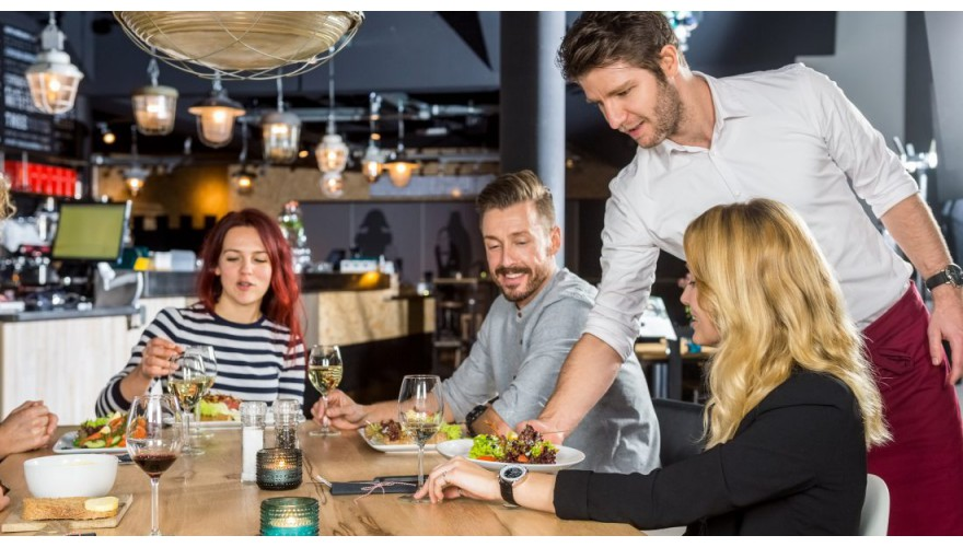 Вызов официанта гостем ресторана или кафе. Способ №1.